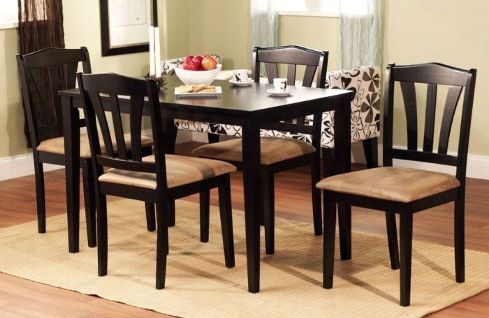 Round Kitchen Table With 5 Chairs