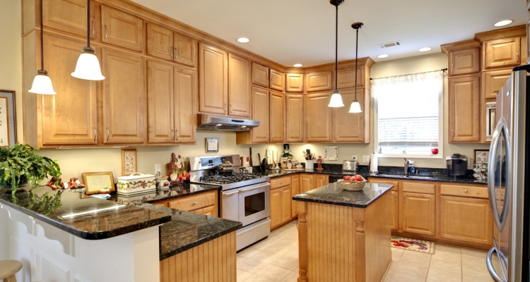 Beautiful and Elegant Kitchen Design Oak Cabinets