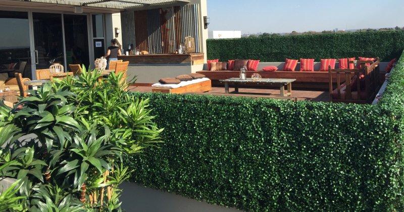 Artificial outdoor screening plants