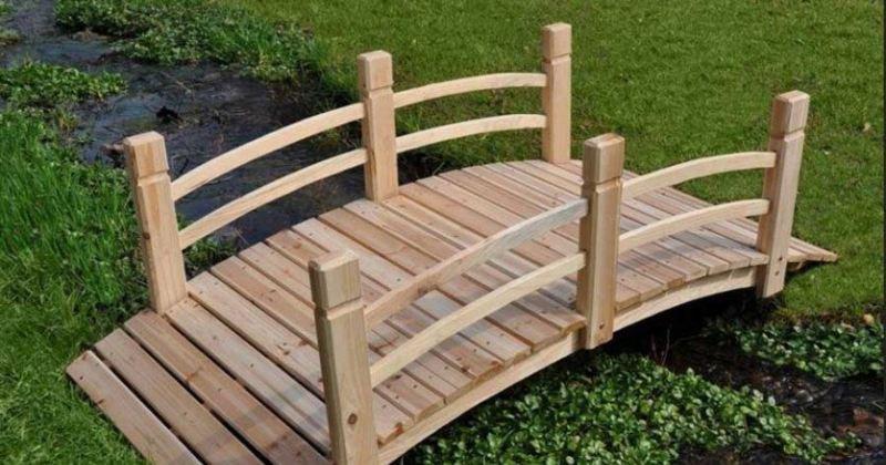 Cheap wooden garden bridge