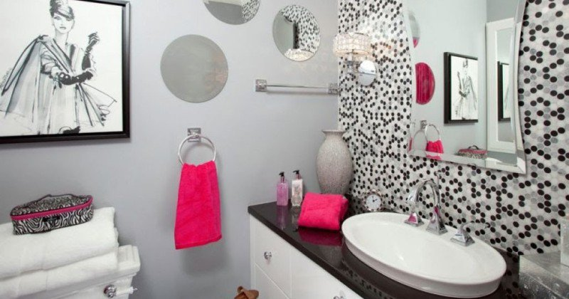 Half bathroom wall decor ideas