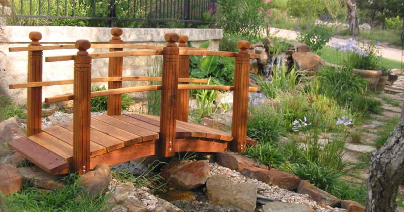 Miniature-japanese wood garden bridge