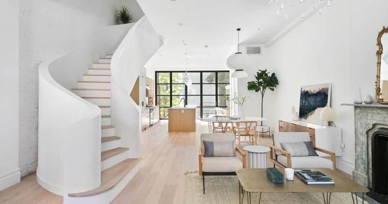 Sculptural staircase design for house