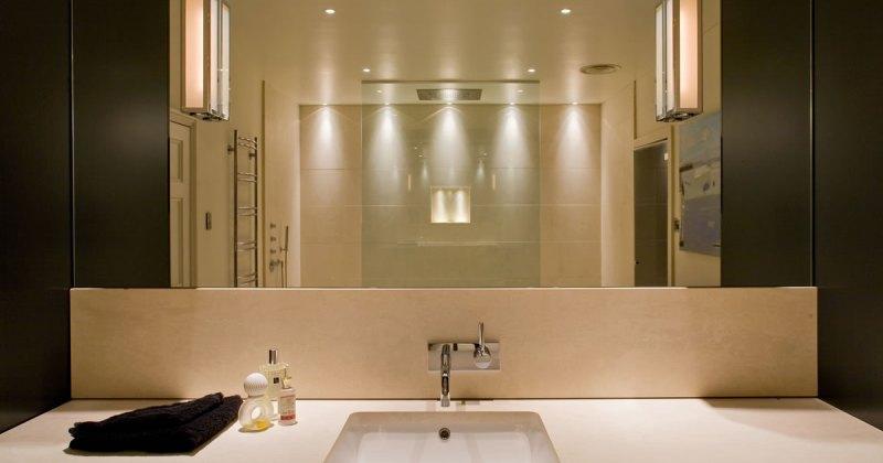 Bathroom lighting fixture