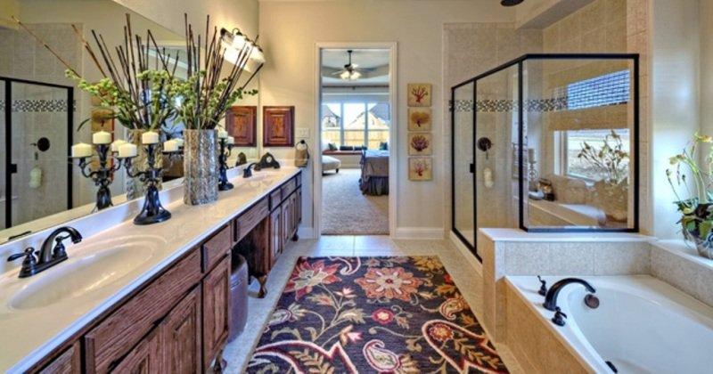 Clean fresh bathroom decor
