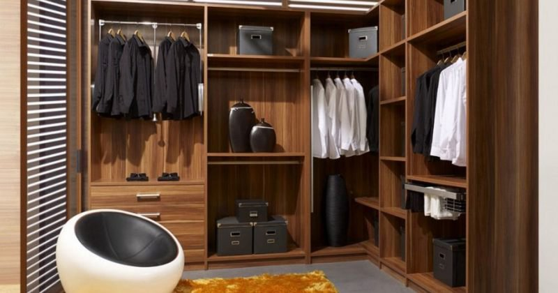 Closet drawers units