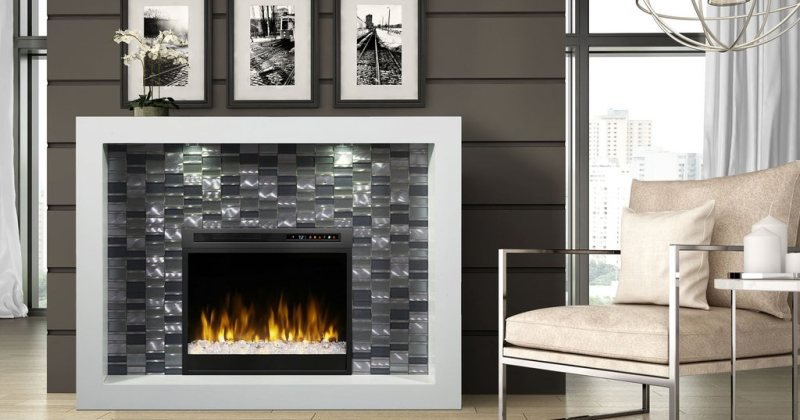 Electric fireplace with mantel