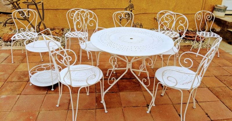 French provincial garden furniture