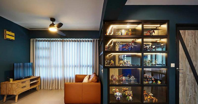 Glass cabinet design for toys