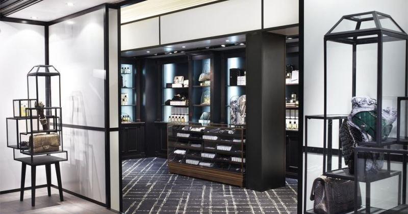 Glass display cabinet design