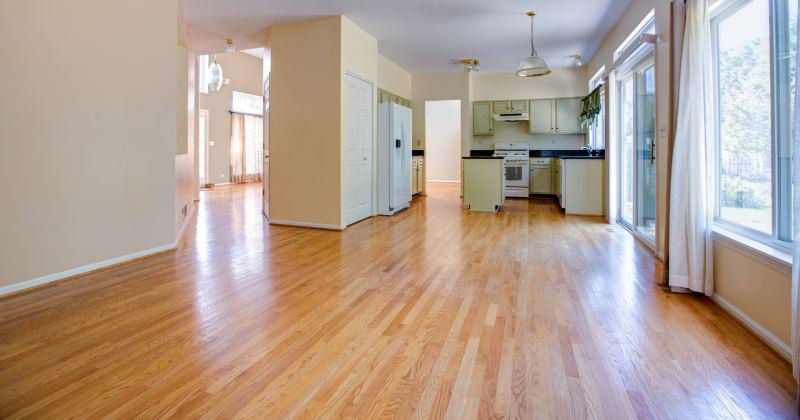 Homes with red oak looring