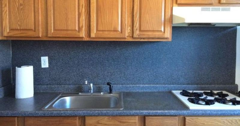 Kitchen backsplash over laminate