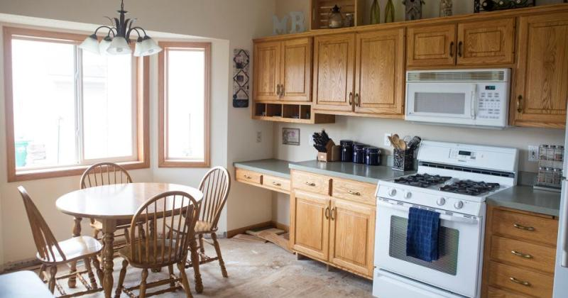 Kitchen remodel designs for small kitchens