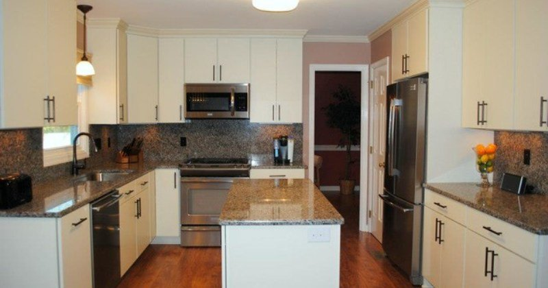 Laminate flooring as kitchen backsplash