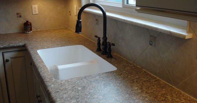 Laminate kitchen countertop backsplash