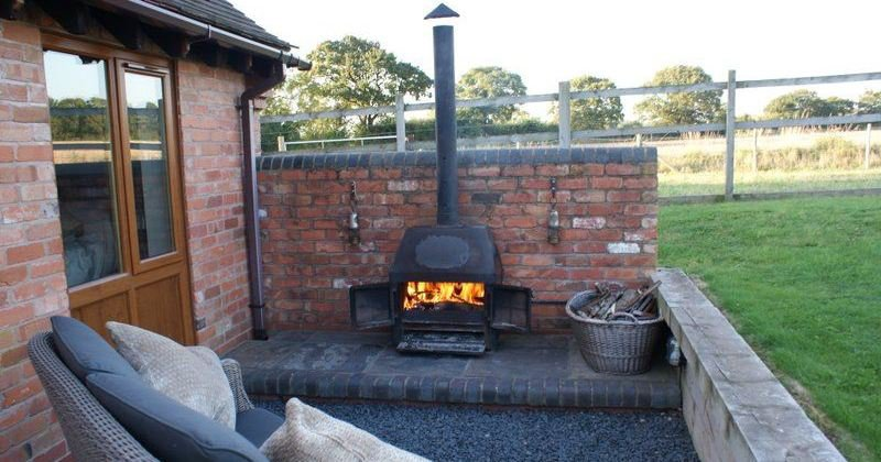 Portable outdoor fireplace with chimney