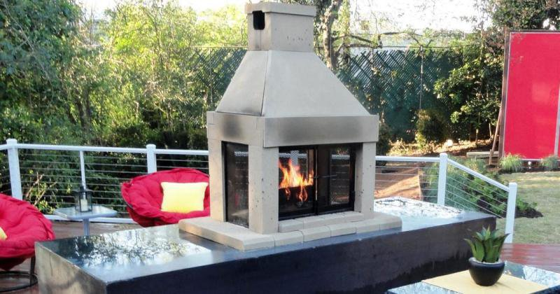 Portable outdoor gas fireplaces
