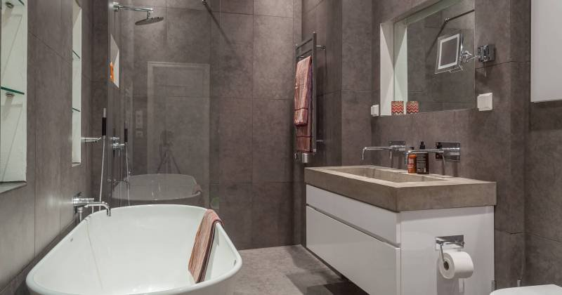 Scandinavian bathroom small