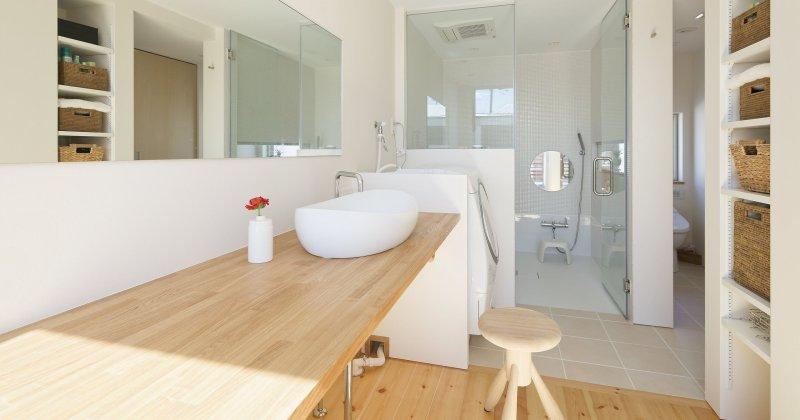 Scandinavian bathroom wood