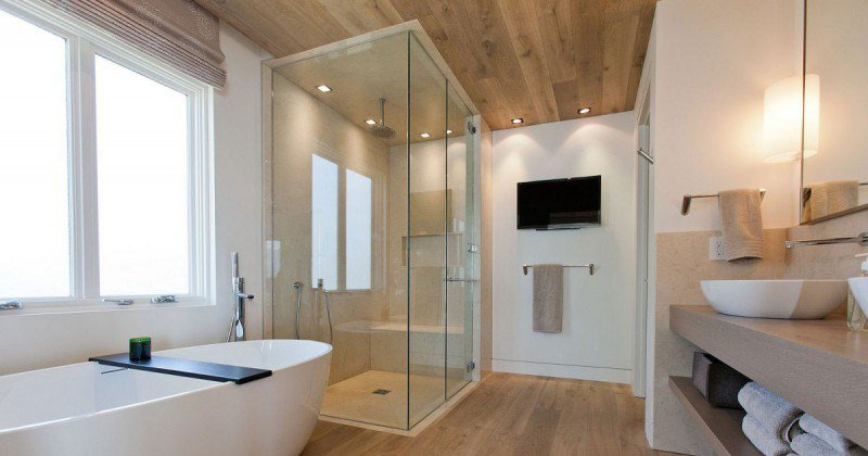 Shower enclosure for bath
