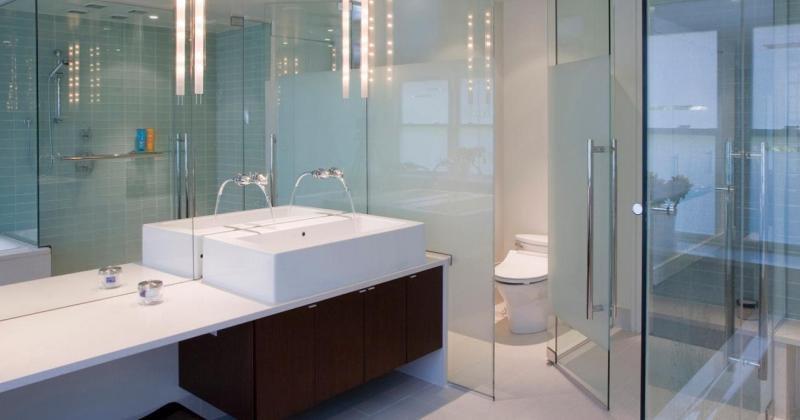 Simple clean bathroom design