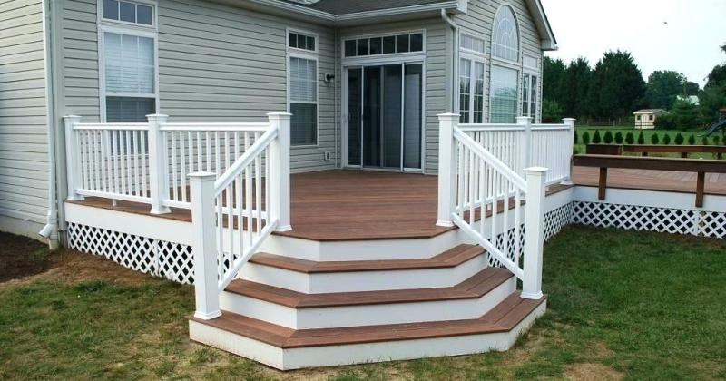 Simple deck stair design