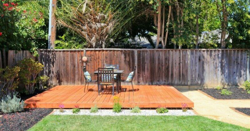 Simple freestanding deck design
