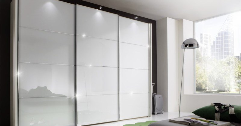 Sliding wardrobe white