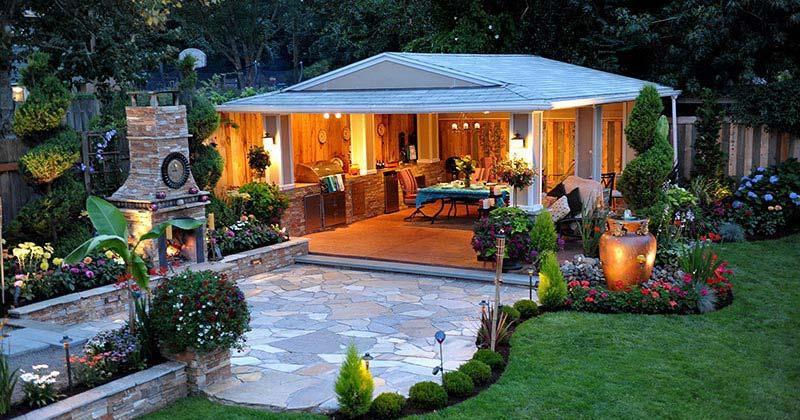 Small backyard kitchen garden