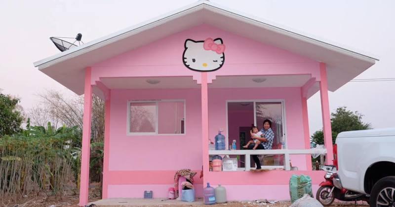 Small hello kitty house