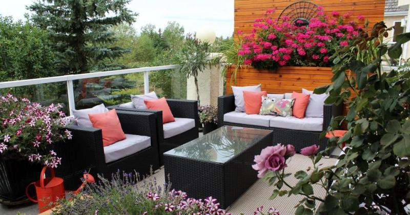 Small terrace balcony design