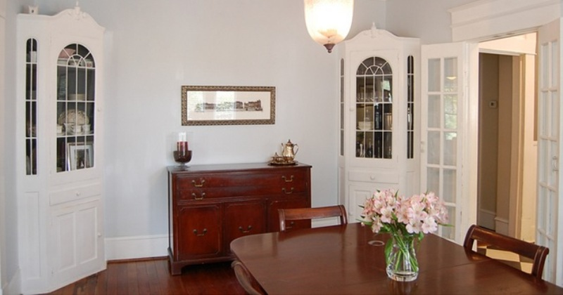 Advantages of a corner dining room hutch