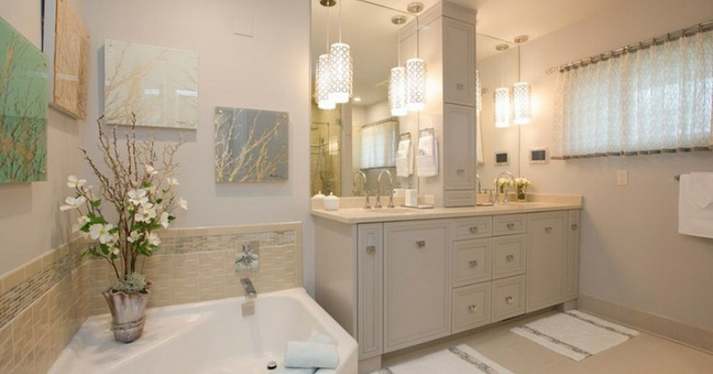 Bathroom with pendant lighting