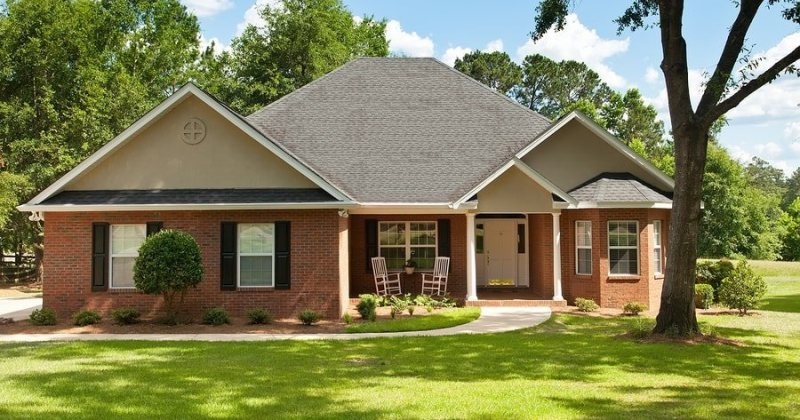 Curb appeal ideas for brick homes