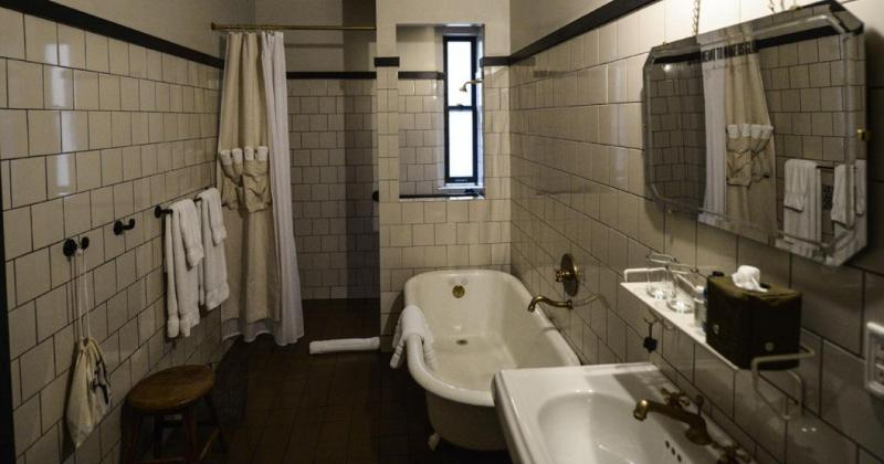 Small bathroom design layout
