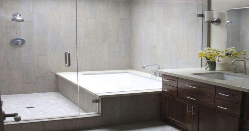 Small bathroom design with bathtub