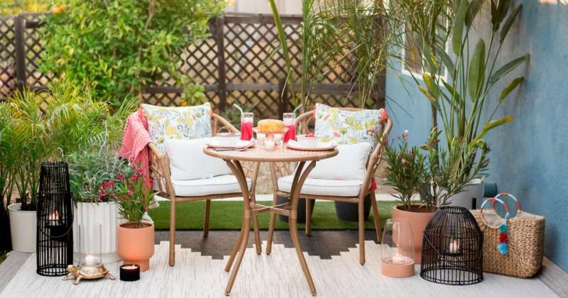 Small outdoor sitting area ideas