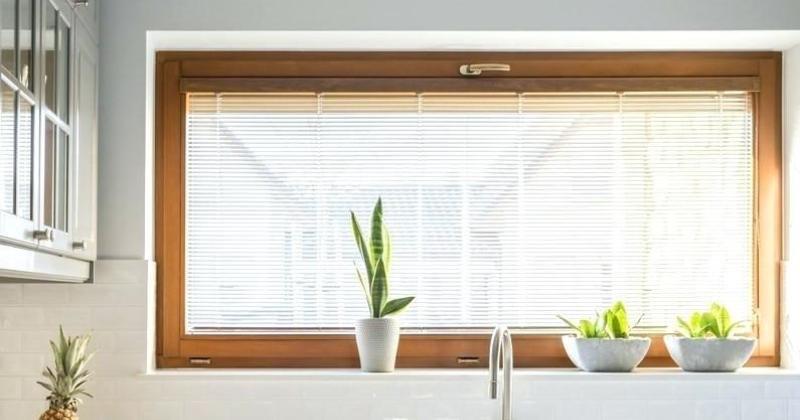 Venetian blinds wood or metal