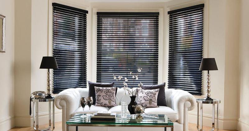 Wood venetian blinds black