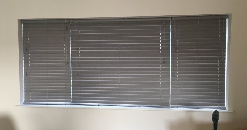Wood venetian blinds grey