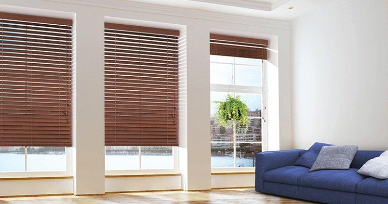 Wooden venetian blinds duster