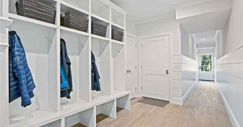 Chic Design of Mudroom White Floor