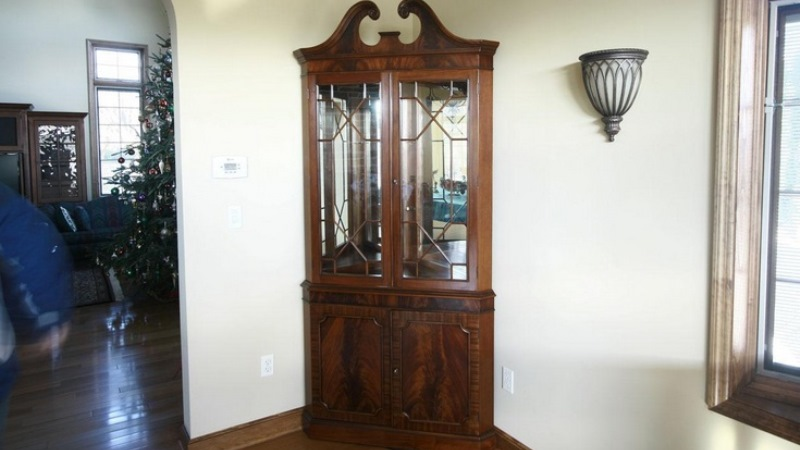 Finding the best corner hutch for dining room designs