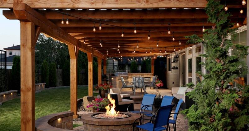 Outdoor low voltage pendant lighting