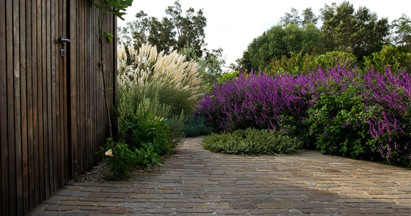 Pick Right Stones Garden Paving
