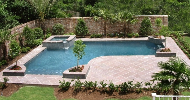 Pool landscaping ideas for privacy